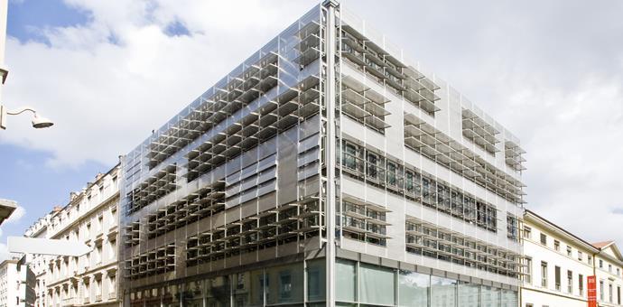 Parasoles perforados en acero inoxidable EN 1.4307, Université Catholique en Lyon, Francia